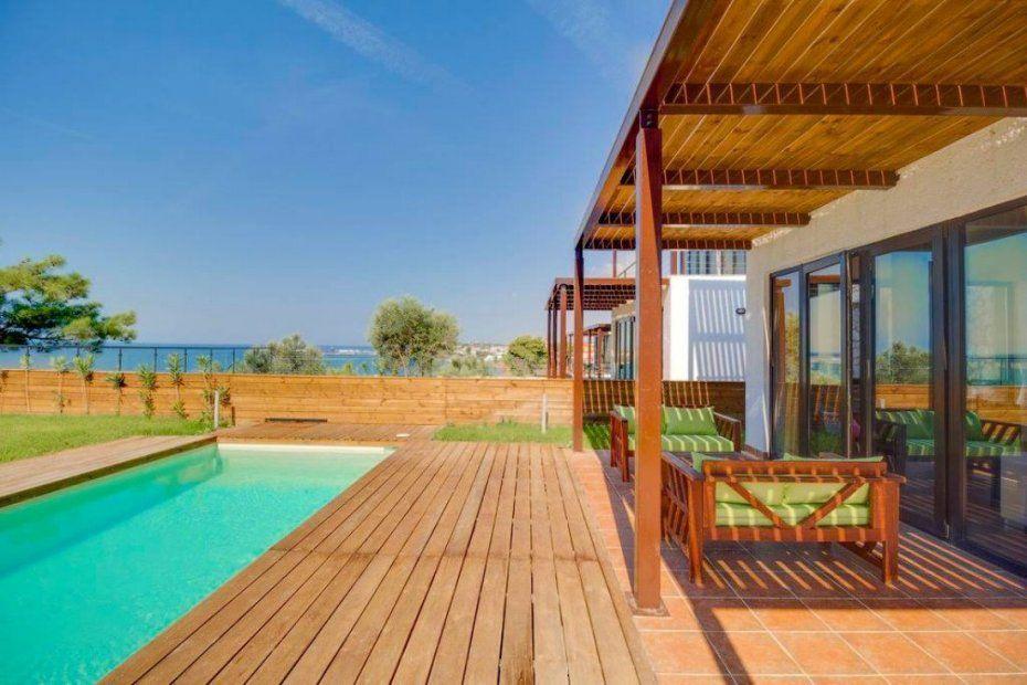 Дом в Неа Мудания на побережье
