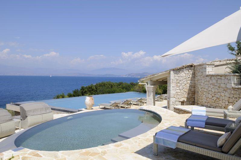 Квартира на побережье остров Эгина недорого