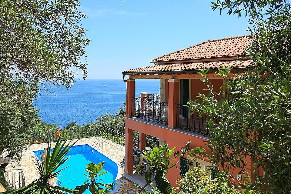 Дом в Корфу на берегу моря недорого с фото