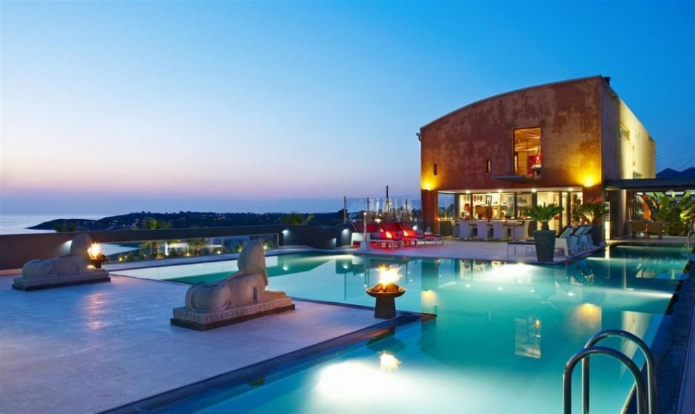 Villa 6 Bedrooms Near The Beach Pool For Rent In Crete