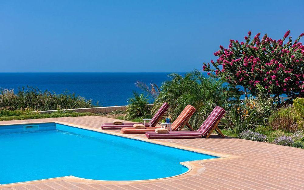 Beach Villa By The Sea For Rent In Crete Greece