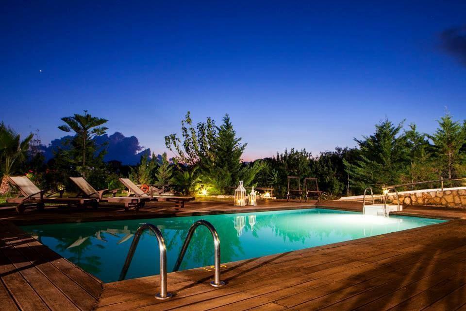 Виллу в остров Скала с бассейном