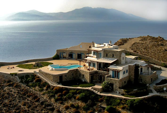 Private luxurious villa for rent in chora hora megali for Modern house quintet chora