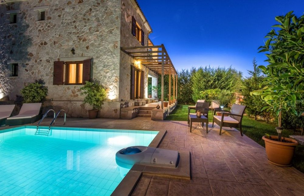 Complex Of Two Villas With Pool For Rent In Zakynthos Zak070